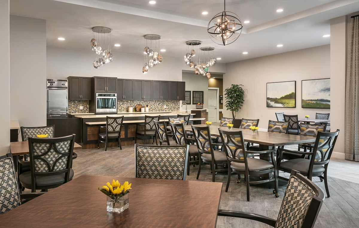 Memory care dining room.